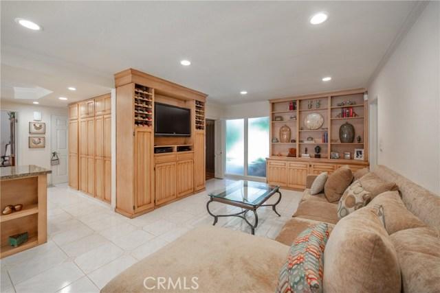 9524 Texhoma Avenue, Northridge CA: http://media.crmls.org/mediascn/4bf6cda8-b6d5-4ef6-97c9-8ae66d92d540.jpg