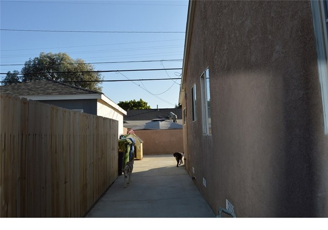 9779 Mercedes Avenue, Arleta CA: http://media.crmls.org/mediascn/4c0b00e4-7b53-42dc-b42d-9be2483ba4ae.jpg