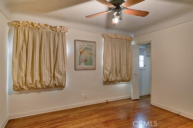 1522 Pandora Avenue, Westwood - Century City CA: http://media.crmls.org/mediascn/4c461dfd-5a2a-4d3a-8a21-005dda7c7f44.jpg