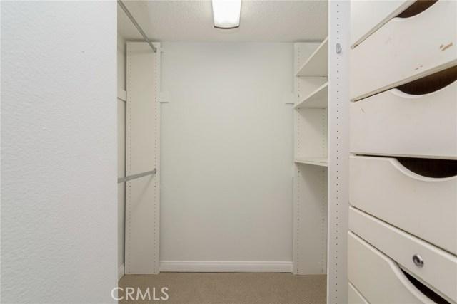 5711 Owensmouth Avenue, Woodland Hills CA: http://media.crmls.org/mediascn/4cdb1449-2baf-4fae-b280-1fdedd3fa886.jpg