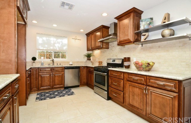 Photo of 6341 Callicott Avenue, Woodland Hills, CA 91367