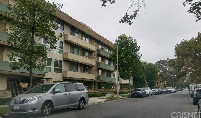 525 N Sycamore Avenue, Los Angeles CA: http://media.crmls.org/mediascn/4d1ab3e9-988b-440d-b139-4c9493028ca8.jpg