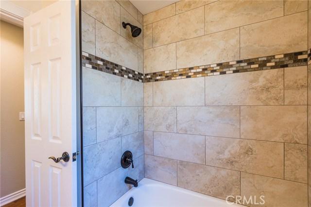 984 Calle Contento, Thousand Oaks CA: http://media.crmls.org/mediascn/4d2c5d23-a9b2-4e77-842f-2f324ec3a0af.jpg