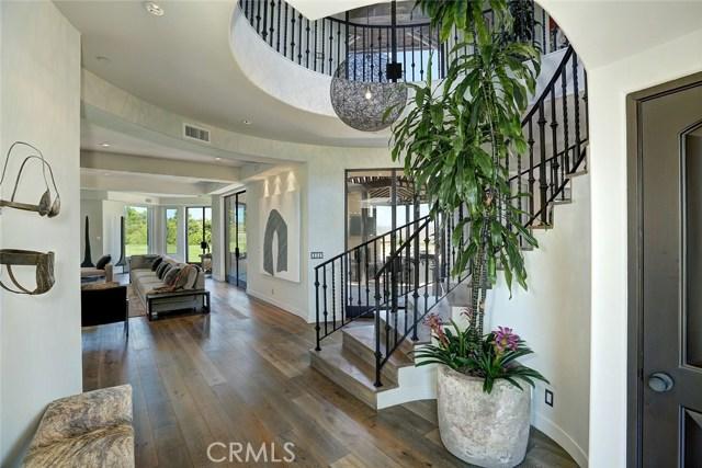 独户住宅 为 销售 在 25201 Prado Del Grandioso 卡拉巴萨斯, 加利福尼亚州 91302 美国