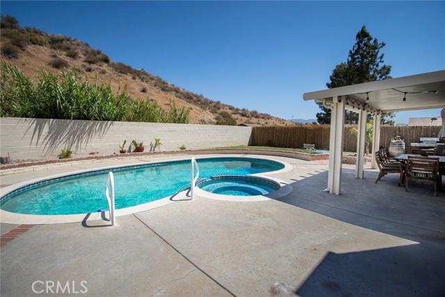 14816 Daisy Meadow Street, Canyon Country CA: http://media.crmls.org/mediascn/4d5ad565-3395-4662-8f9c-542c2f6da2b6.jpg
