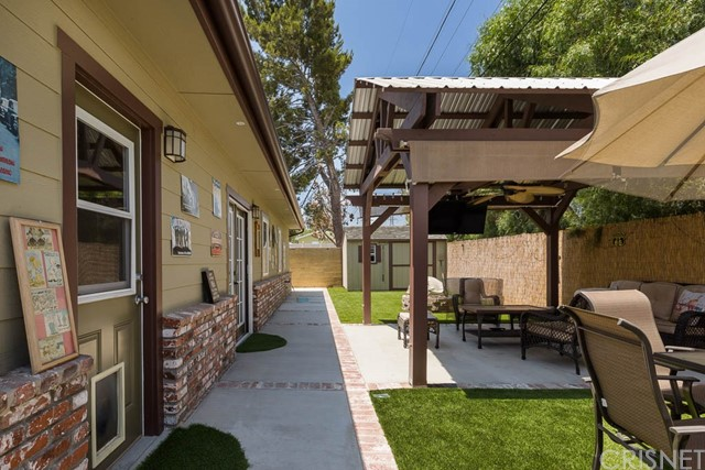 17233 Simonds Street, Granada Hills CA: http://media.crmls.org/mediascn/4dc03ad5-fd52-4974-9c1a-55f033888430.jpg