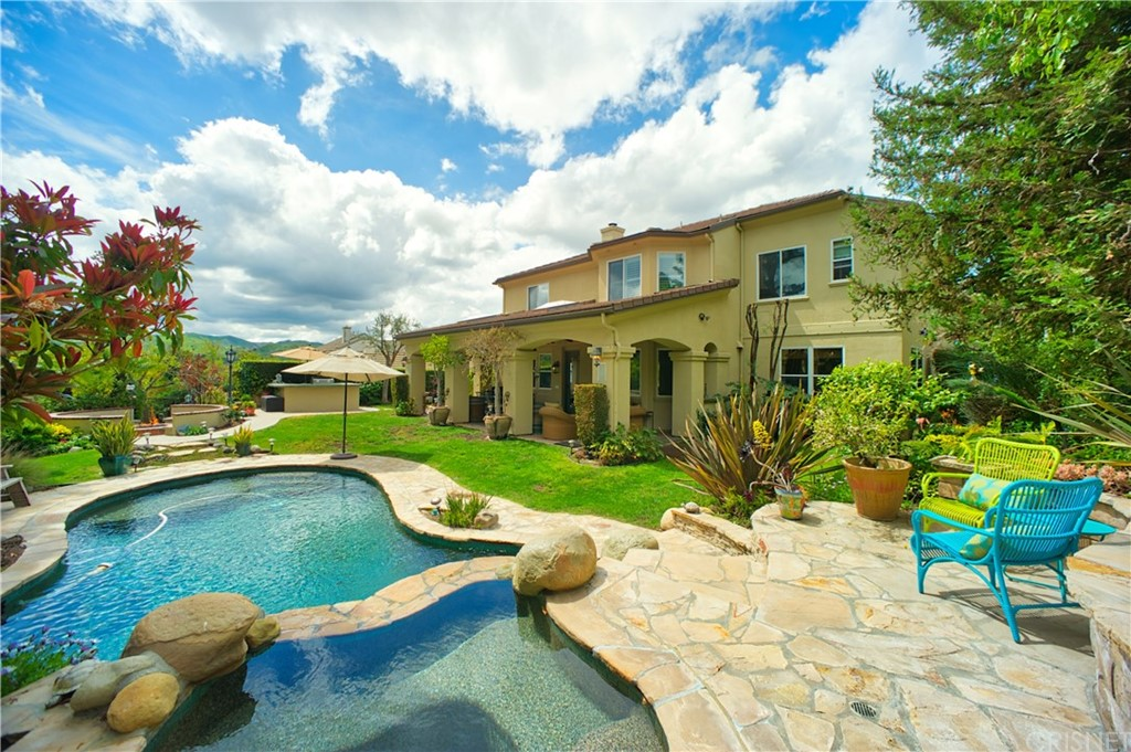 1052 N COUNTRY CLUB Drive, Simi Valley, CA 93065