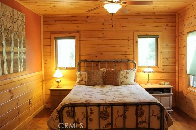 15817 Edgewood Way, Pine Mtn Club CA: http://media.crmls.org/mediascn/4e34d78b-2e48-4033-89de-080d89c02146.jpg