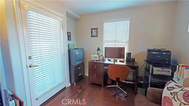 26915 Augusta Place, Valencia CA: http://media.crmls.org/mediascn/4e7dd70c-501e-4f12-8025-d5554d520874.jpg