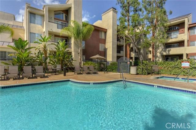 5535 Canoga Avenue, Woodland Hills CA: http://media.crmls.org/mediascn/4e94c16b-9dac-4629-8e7a-10bfcb7ad047.jpg