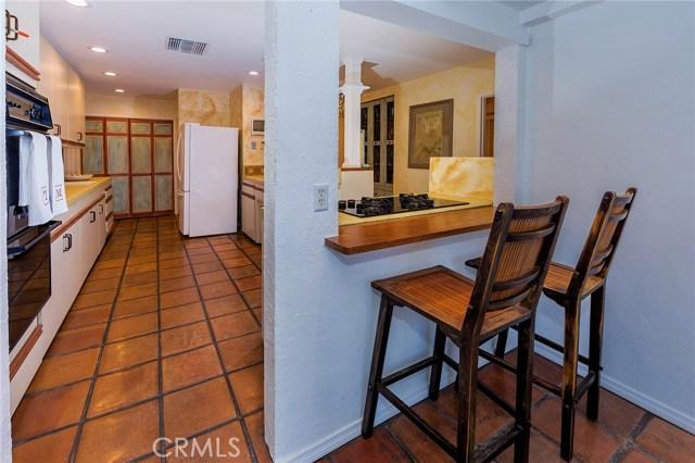 4870 San Feliciano Drive, Woodland Hills CA: http://media.crmls.org/mediascn/4eab33bd-56e3-4420-947f-b3e868b00dc7.jpg