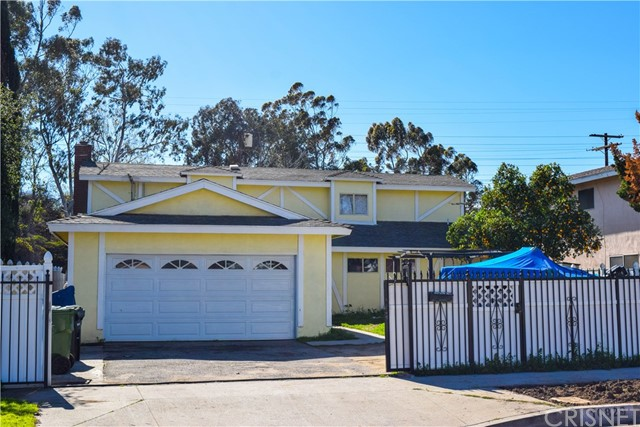 Single Family Home for Sale at 10829 Arbuckle Avenue Mission Hills, California 91345 United States