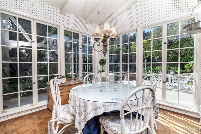 5201 Collier Place, Woodland Hills CA: http://media.crmls.org/mediascn/4f52a60c-c642-483f-adce-cc3e738de67c.jpg