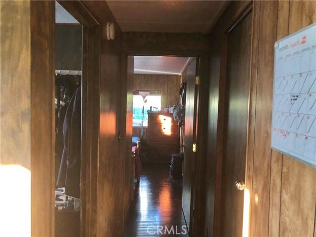 23450 Newhall Avenue, Newhall CA: http://media.crmls.org/mediascn/4f5a8eed-1e17-46cd-8204-190bfb118dda.jpg