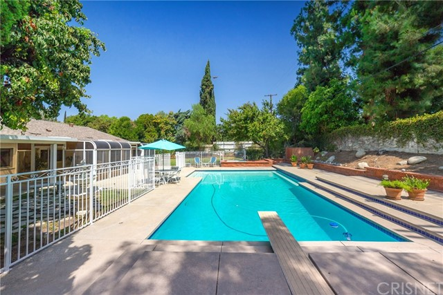9524 Texhoma Avenue, Northridge CA: http://media.crmls.org/mediascn/4f8e9680-7120-45d7-b7d0-f3ecd0c93294.jpg