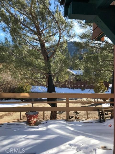 16505 Oakwood Way, Pine Mtn Club CA: http://media.crmls.org/mediascn/5022c086-408b-4b4e-8a9d-2f2a077b799f.jpg