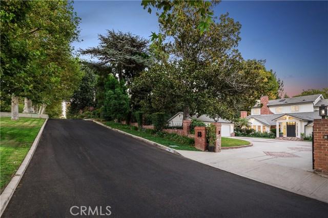 18 Toluca Estates Drive, Toluca Lake CA: http://media.crmls.org/mediascn/5041ed81-2a7d-4962-aa6a-f041536d547f.jpg