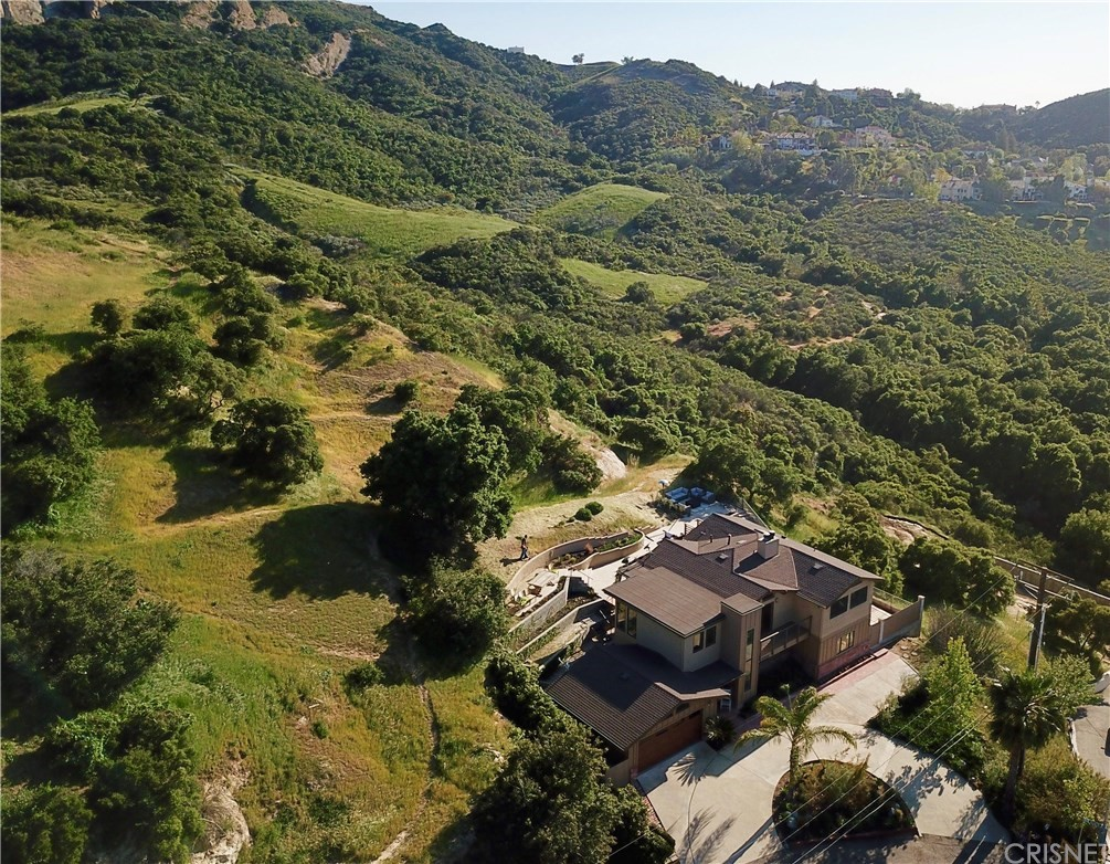 Photo of 23722 SUMMIT Drive, Calabasas, CA 91302