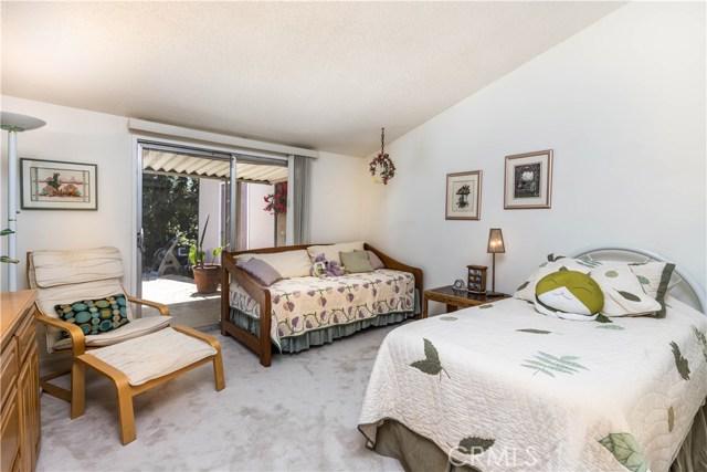 5814 Mcdonie Avenue, Woodland Hills CA: http://media.crmls.org/mediascn/50aa96fb-501c-4325-a9c7-596b8af626ec.jpg