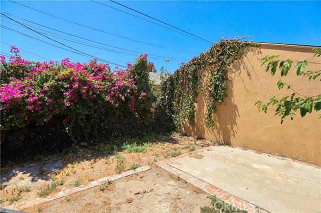 10550 Oxnard Street, North Hollywood CA: http://media.crmls.org/mediascn/51410256-e776-43e8-9e94-448f9a1e5abb.jpg
