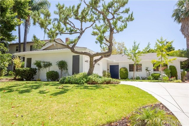 10440 Jellico Avenue, Granada Hills CA: http://media.crmls.org/mediascn/51419e16-e960-4068-99c9-855702be9cf6.jpg