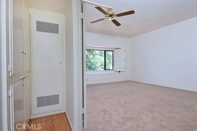 6221 1/2 Nita Avenue, Woodland Hills CA: http://media.crmls.org/mediascn/5198cc2f-3f03-44a2-a5fd-e608a70684a8.jpg