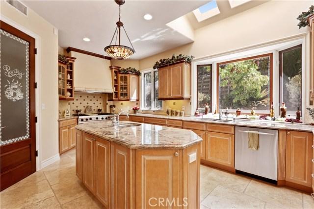 5340 Corbin Avenue, Tarzana CA: http://media.crmls.org/mediascn/520a5042-a90d-4a7a-8e92-c0ab4e4d8fa5.jpg