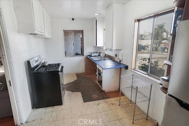 10930 Lull Street, Sun Valley CA: http://media.crmls.org/mediascn/52821359-f39c-47b6-93c7-02d0a3fa9625.jpg