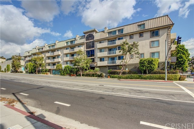 Condominium for Sale at 390 Sepulveda Boulevard Unit 305 390 S Sepulveda Boulevard Brentwood, California 90049 United States