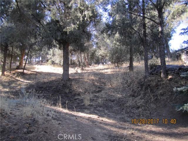 1305 Pinetree Drive, Frazier Park CA: http://media.crmls.org/mediascn/5298f918-3930-4cd7-a9bc-cb5023b15dba.jpg