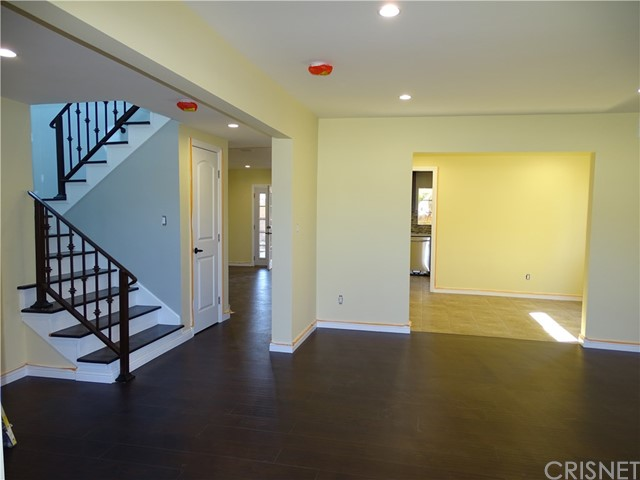 Additional photo for property listing at 14000 Raven Street  Sylmar, California 91342 United States