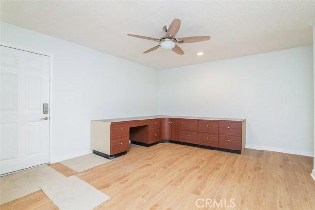 5711 Owensmouth Avenue, Woodland Hills CA: http://media.crmls.org/mediascn/52c14631-f7eb-4a7d-829e-12379068dd6c.jpg