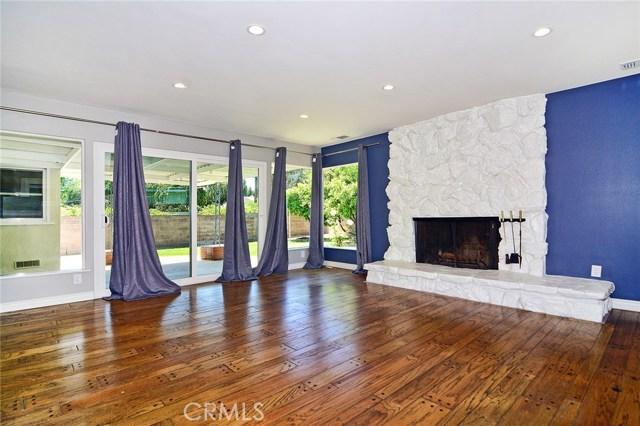 6531 Hanna Avenue, Woodland Hills CA: http://media.crmls.org/mediascn/52f52c7f-0348-4ed7-9724-697f580e489c.jpg