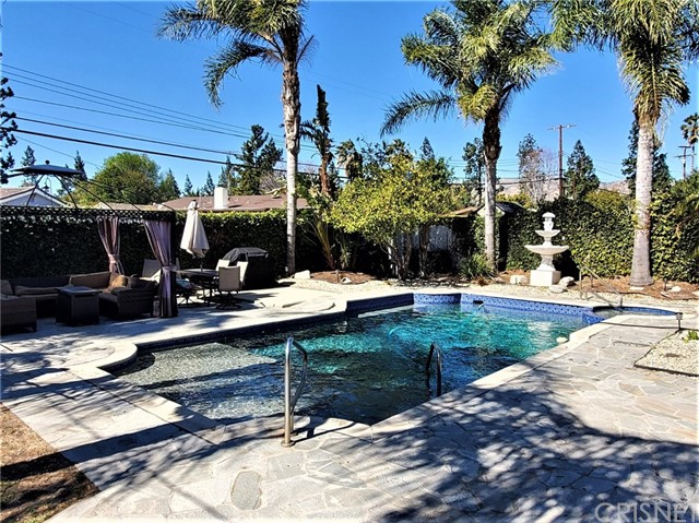 10609 Reseda Boulevard, Northridge CA: http://media.crmls.org/mediascn/53623134-5307-49be-8ae4-56f006c2ace1.jpg