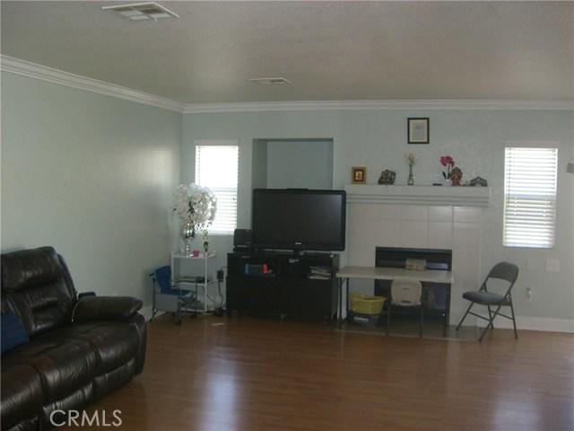 3609 Cobb Road, Lancaster CA: http://media.crmls.org/mediascn/53ce87cf-388d-4db0-8e6f-85074aae90c2.jpg
