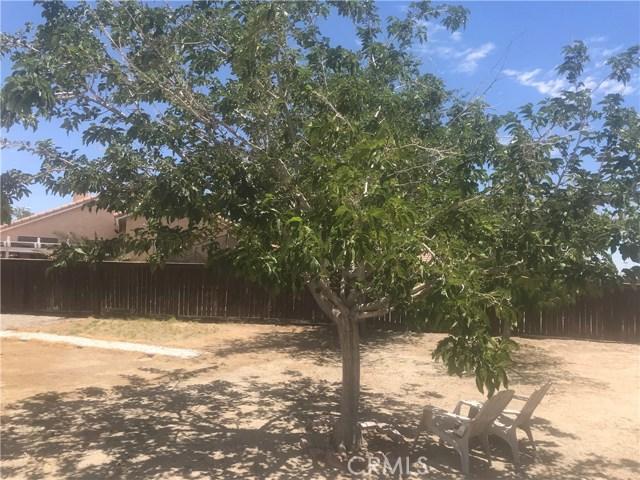 37714 Avenida De Diego, Palmdale CA: http://media.crmls.org/mediascn/540f41a3-cd53-4223-80fd-497e8e25e21a.jpg