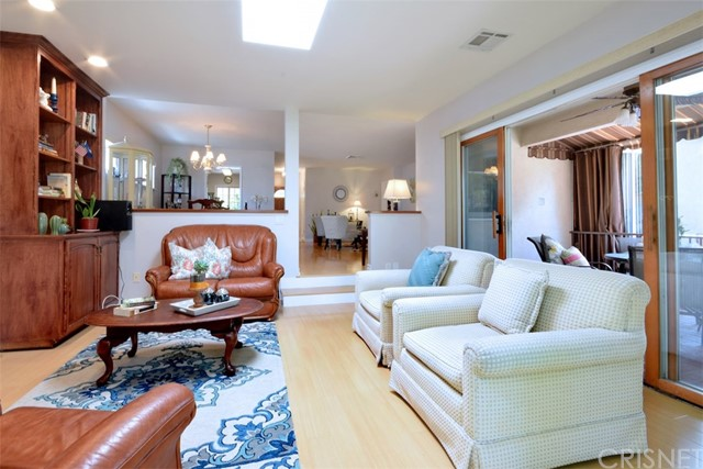 5825 Lemona Avenue, Sherman Oaks CA: http://media.crmls.org/mediascn/54256931-d26c-49aa-ab34-64fcf9e13b8e.jpg