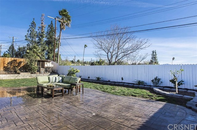 11700 Gerald Avenue, Granada Hills CA: http://media.crmls.org/mediascn/54920642-6671-42f0-8eac-f30ca0cf9312.jpg