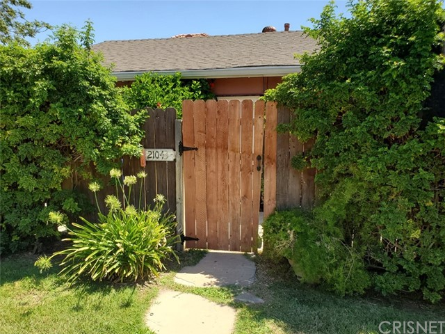 21041 Hart Street, Canoga Park CA: http://media.crmls.org/mediascn/549f1435-f442-4f66-b4d5-28379f421785.jpg