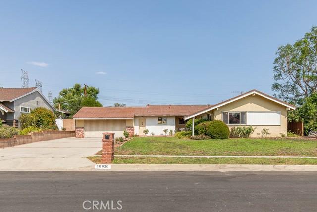 10920 Garden Grove Avenue, Northridge CA: http://media.crmls.org/mediascn/5501ecab-ebdd-4c2d-99b0-61a318497b62.jpg