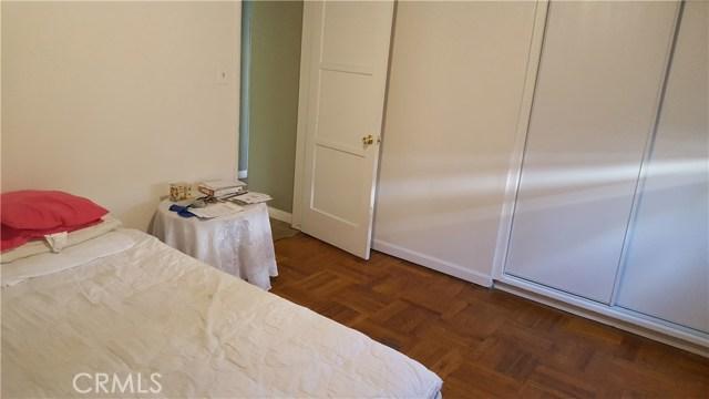 6710 Cantaloupe Avenue, Van Nuys CA: http://media.crmls.org/mediascn/5502890b-4445-4e86-af9d-a6742cef41fa.jpg