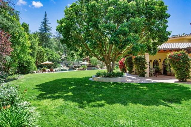 24520 Wingfield Road, Hidden Hills CA: http://media.crmls.org/mediascn/5502e1f6-f202-4962-9462-f7f23adc2dd1.jpg