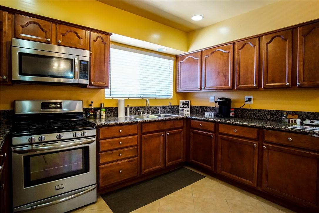 13059 Dronfield Avenue, Sylmar CA: http://media.crmls.org/mediascn/551443d6-8928-4c4d-bead-1914cdcf2da8.jpg