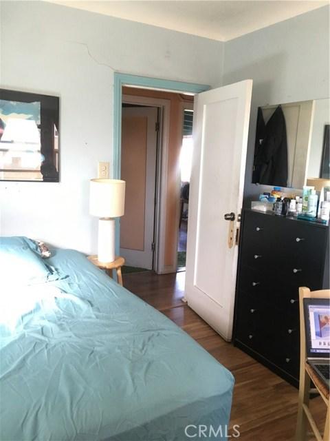 1253 N Orange Grove Avenue, West Hollywood CA: http://media.crmls.org/mediascn/554b2324-a04f-4739-b994-a32b4656fe6d.jpg