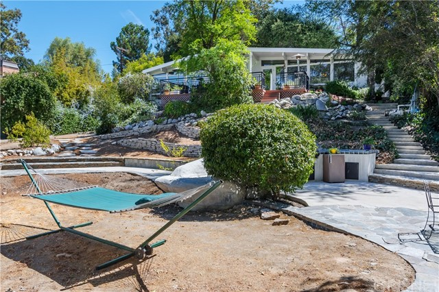 22133 Mulholland Drive, Woodland Hills CA: http://media.crmls.org/mediascn/55660c3c-68f8-4279-aa06-2a522d66c3bb.jpg