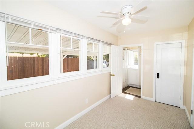 7500 Owensmouth Avenue, Canoga Park CA: http://media.crmls.org/mediascn/55718486-ccf9-4fd3-a4fa-443225253fea.jpg