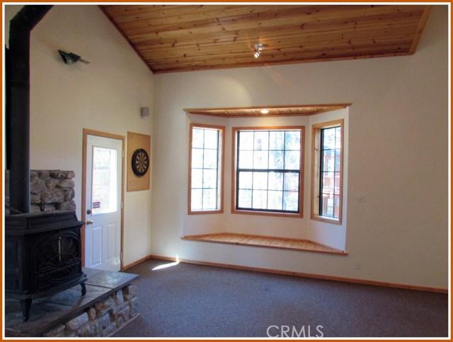 2117 Cypress Way, Pine Mtn Club CA: http://media.crmls.org/mediascn/559570ef-f371-4dc5-903a-49230e6e2c49.jpg