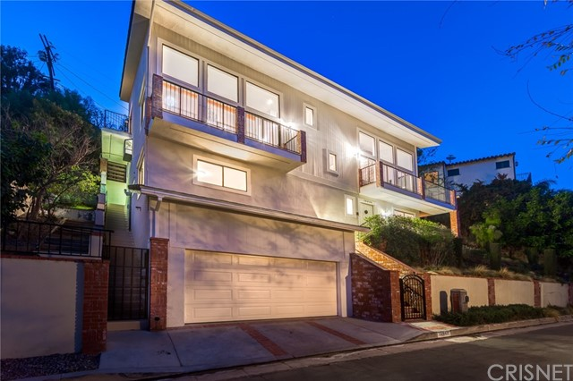 Single Family Home for Sale at 14550 Round Valley Drive 14550 Round Valley Drive Sherman Oaks, California 91403 United States
