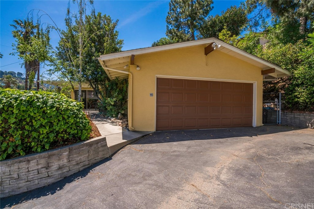 3887 WOODCLIFF Road, Sherman Oaks, CA 91403