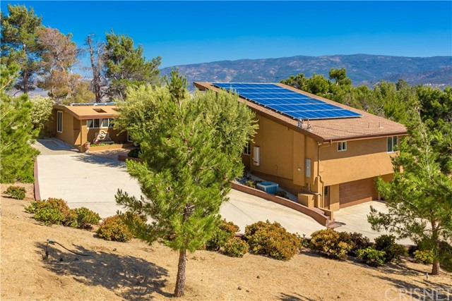 Single Family Home for Sale at 9235 Northside Drive Leona Valley, California 93551 United States